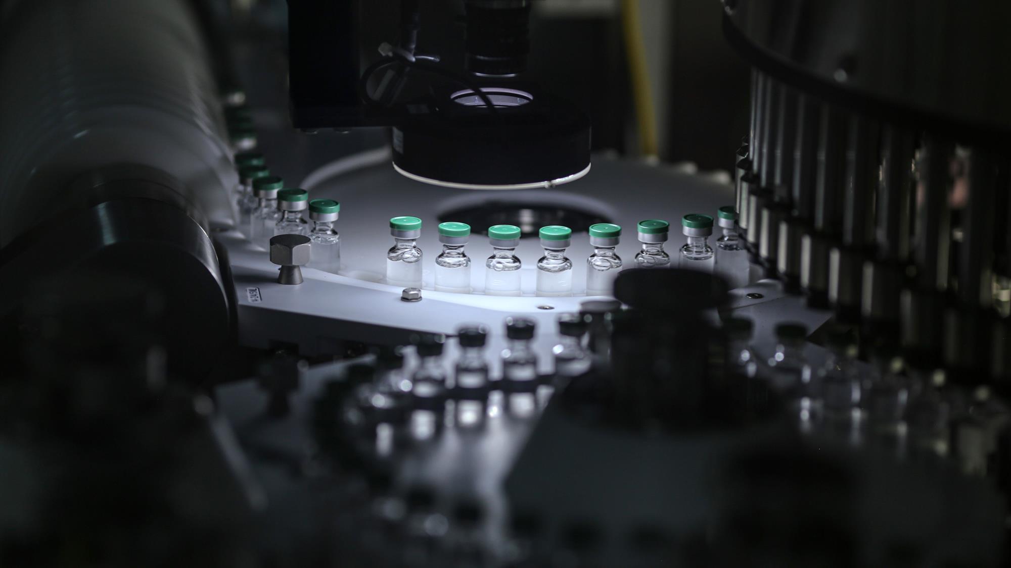 Tại sao việc sản xuất thuốc chủng ngừa Covid ở phạm vi lớn là việc khó